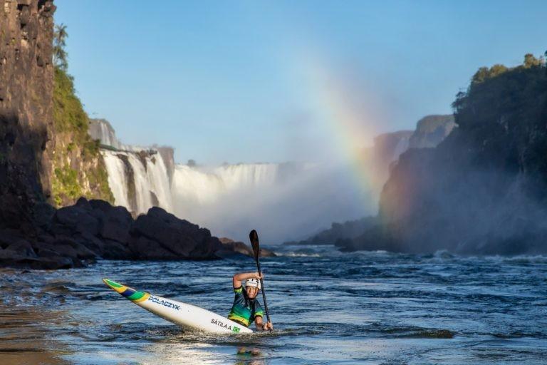 Semifinalista olímpica, Ana Sátila inspira alunos de projeto de canoagem, em Foz do Iguaçu: