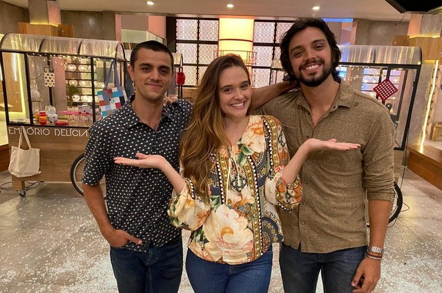 Felipe Simas, Juliana Paiva e Rodrigo Simas em 'Salve-se quem puder' (Foto: Danilo Togo/Globo)