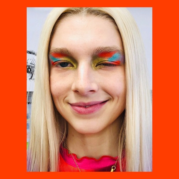 Mistura de cores abstrata: a ideia não é reproduzir um ideal de beleza (Foto: Reprodução/Instagram)