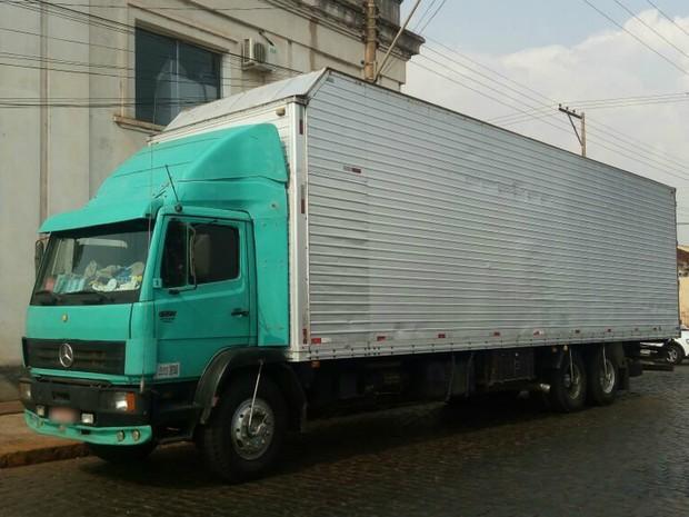Caminhão com maconha seguia do Paraná para Minas Gerais (Foto: Polícia Rodoviária/Divulgação)