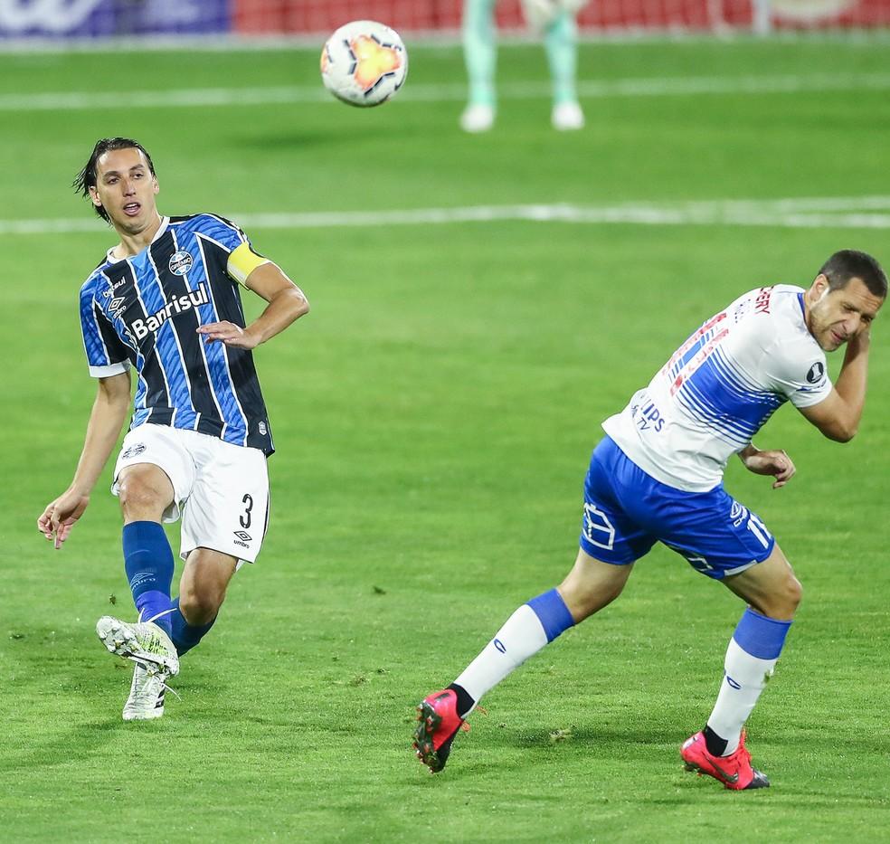 Geromel sentiu lesão contra a Católica — Foto: Lucas Uebel/Divulgação Grêmio