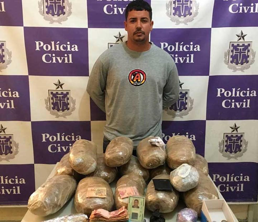 Preso traficante que fazia delivery de drogas em Juazeiro, no norte da Bahia (Foto: Divulgação/Polícia Civil)