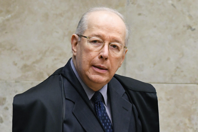 Ministro Celso de Mello envia à PGR comunicação de crime atribuído a Eduardo Bolsonaro