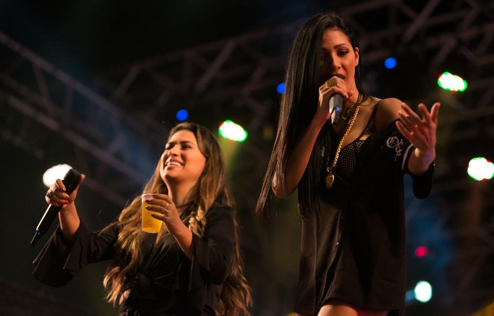 Simone e Simaria no palco do Ribeirão Rodeo Music 2017 em Ribeirão Preto, SP  (Foto: Érico Andrade/G1)
