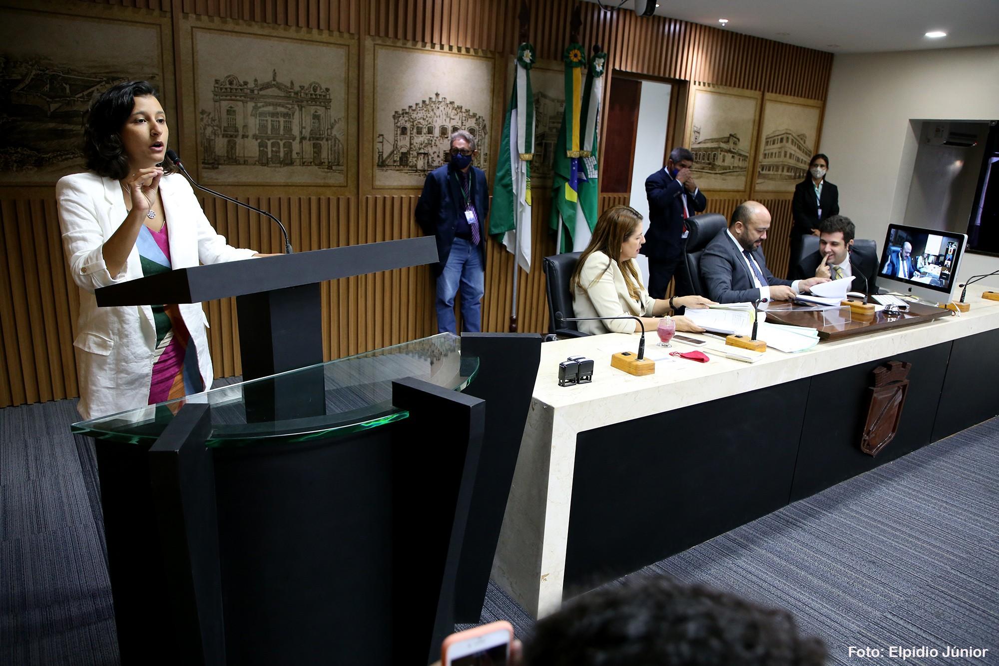 Em regime de urgência, Câmara de Natal aprova projeto para distribuição gratuita de absorventes