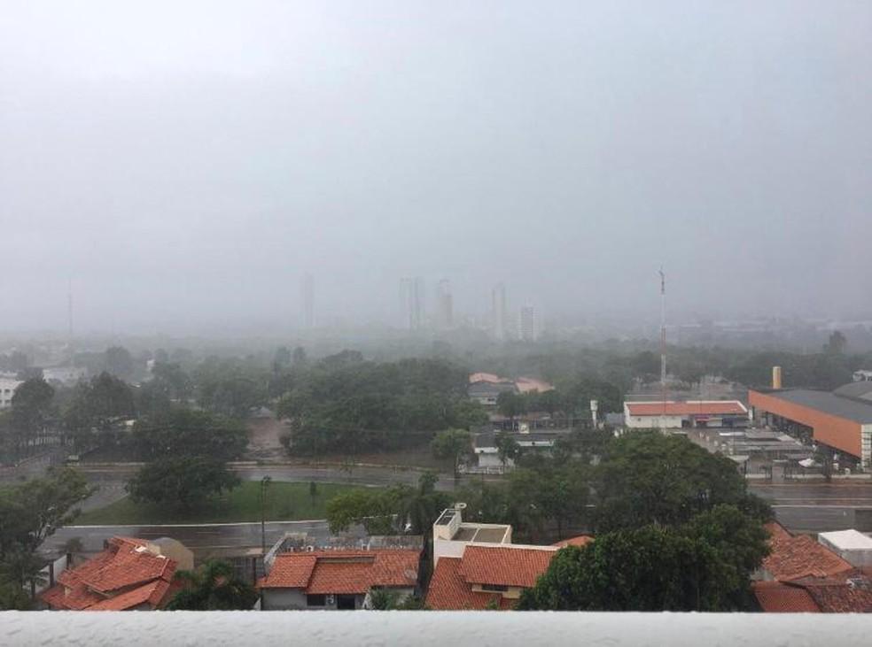 Palmas tem alerta para chuvas fortes acompanhadas de vento — Foto: Jesana de Jesus/G1