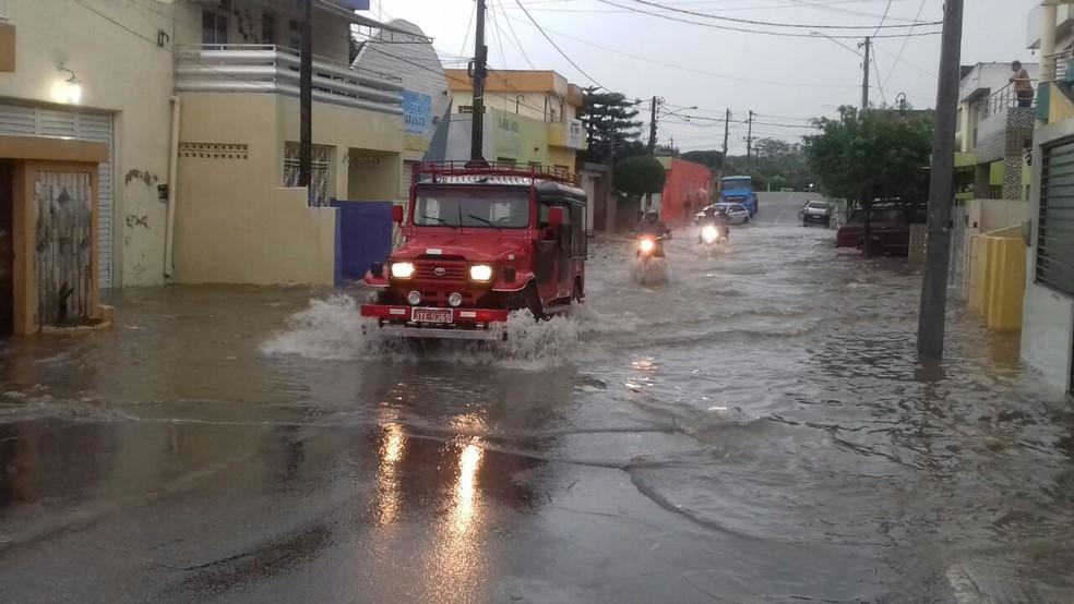 Ruas ficam alagadas após chuvas em Surubim (Foto: Assessoria/Divulgação)