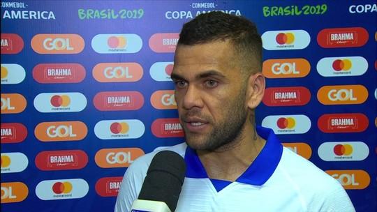 """Daniel Alves corneta torcida de São Paulo e espera carinho na Bahia: """"O axé é diferente"""""""