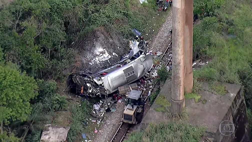 Acidente de ônibus em João Monlevade — Foto: Reprodução/TV Globo
