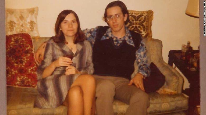 David Schuldes e Ellen Matheys, mortos a tiros em 1976 (Foto: Reprodução/ Marinette County Sheriff's Office)