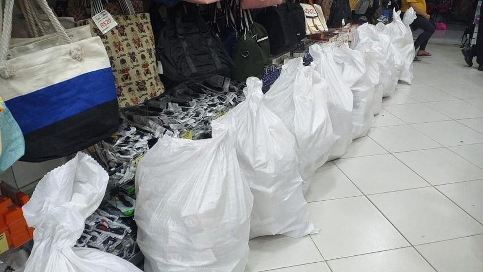Receita Federal faz operação para apreensão de eletroeletrônicos em lojas do Centro de Salvador — Foto: Receita Federal