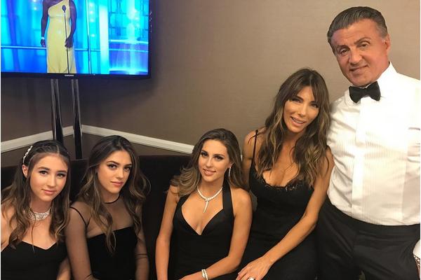 Sylvester Stallone com as três filhas e sua esposa (Foto: Instagram)