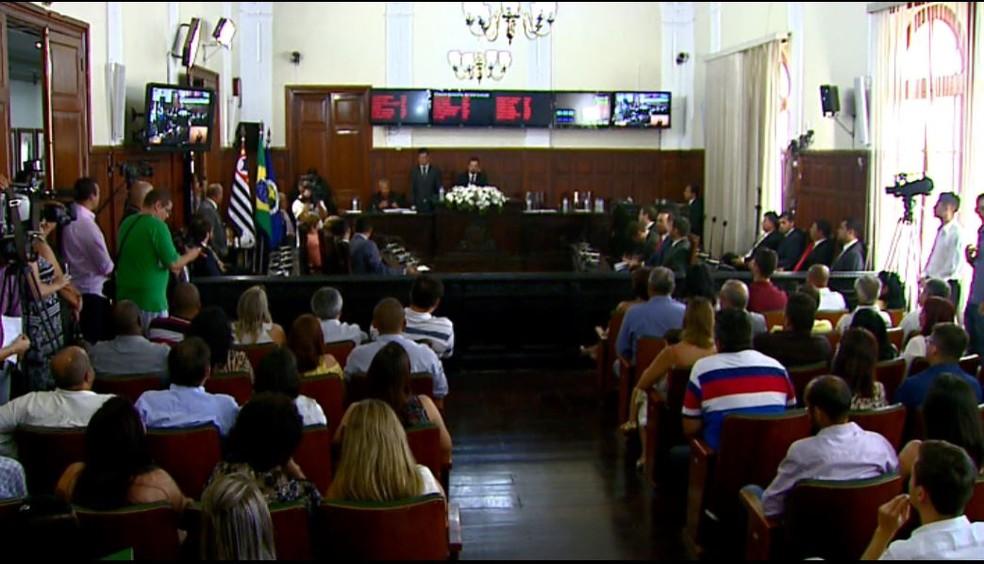 Primeira sessão para votação da lei foi tumultuada.  — Foto: Reprodução/EPTV