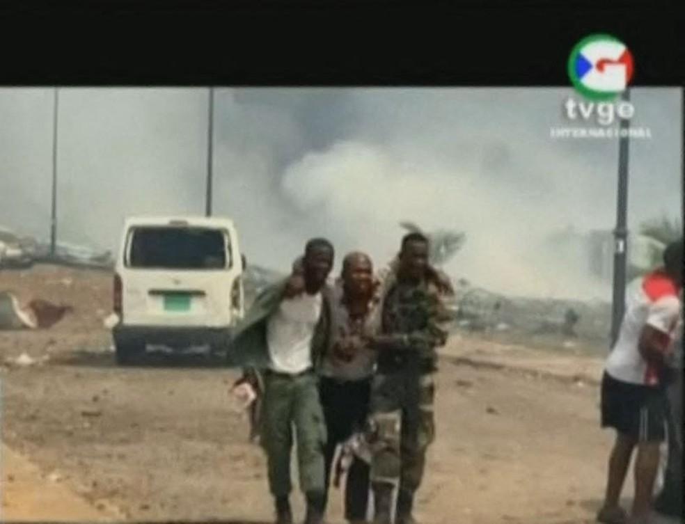 Explosão na Guiné Equatorial deixa mortos e feridos  — Foto: TVGE/AFP
