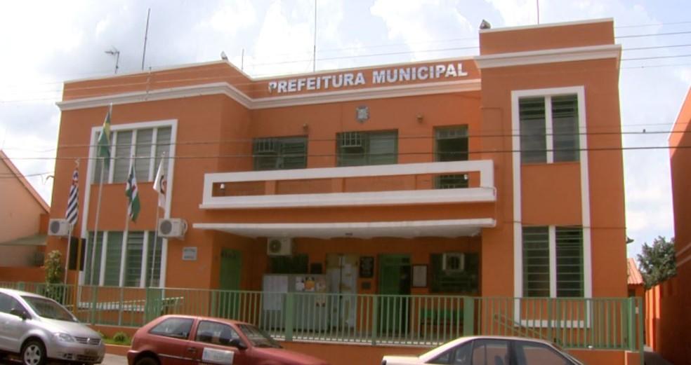 Prefeitura de Santa Cruz das Palmeiras (Foto: Rodrigo Sargaço/ EPTV)