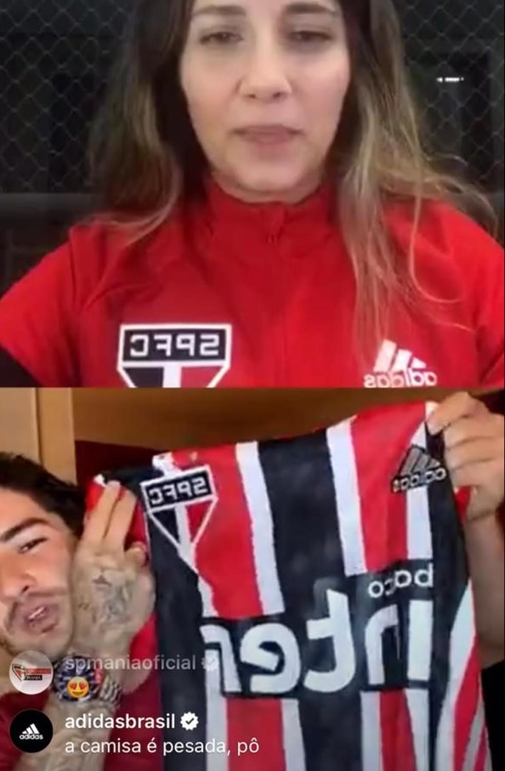 Pato mostra a nova camisa tricolor do São Paulo para a temporada 2020 — Foto: Reprodução