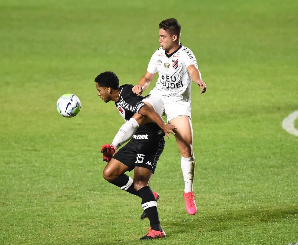 Miranda não joga pelo profissional do Vasco desde 6 de dezembro, quando enfrentou o Grêmio — Foto: André Durão