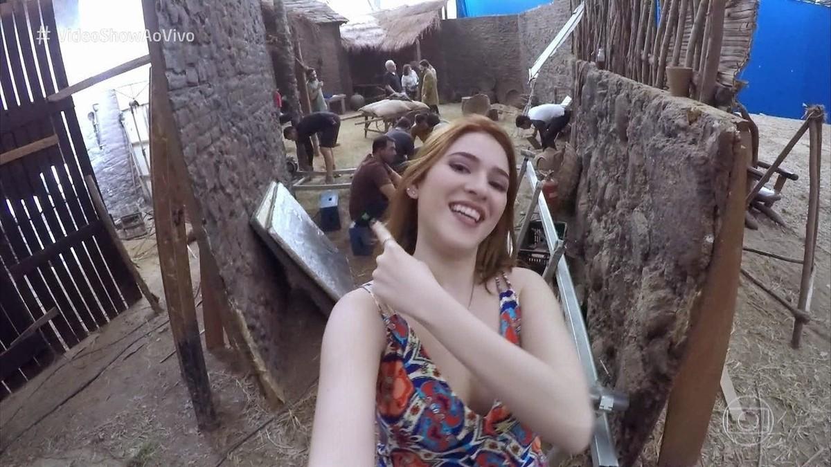 Ana Clara Nua Video ana clara visita os estúdios globo