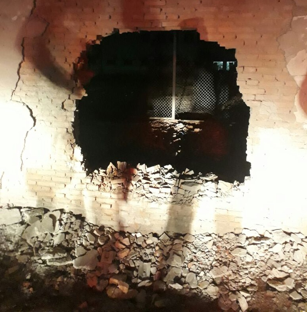 -  Bandidos explodiram muro e 31 presos fugiram nesta madrugada da Penitenciária Mata Grande, em Rondonópolis  Foto: Sindspen/Divulgação