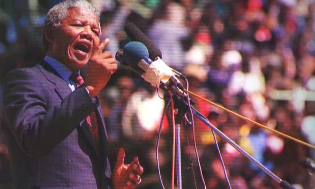 Mandela discursa em setembro de 1990, meses após sua libertação