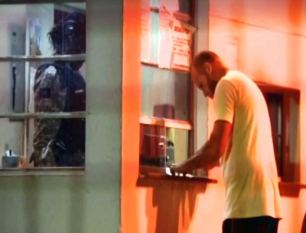 Com progressão para o regime aberto, Macarrão vai cumprir pena em casa de Pará de Minas (Foto: Reprodução/TV Integração)