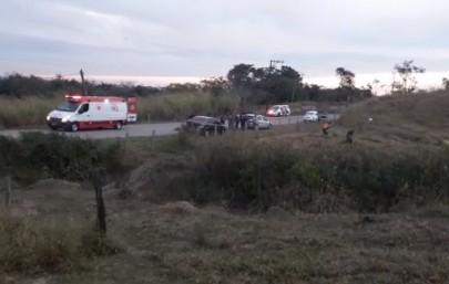 Motorista de 55 anos morre após capotar carro em São José dos Campos