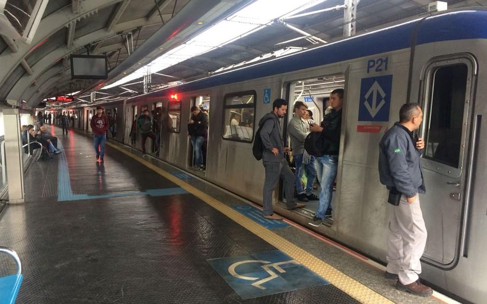 Trem da Linha 5-Lilás do Metrô  — Foto: Abraão Cruz/TV Globo
