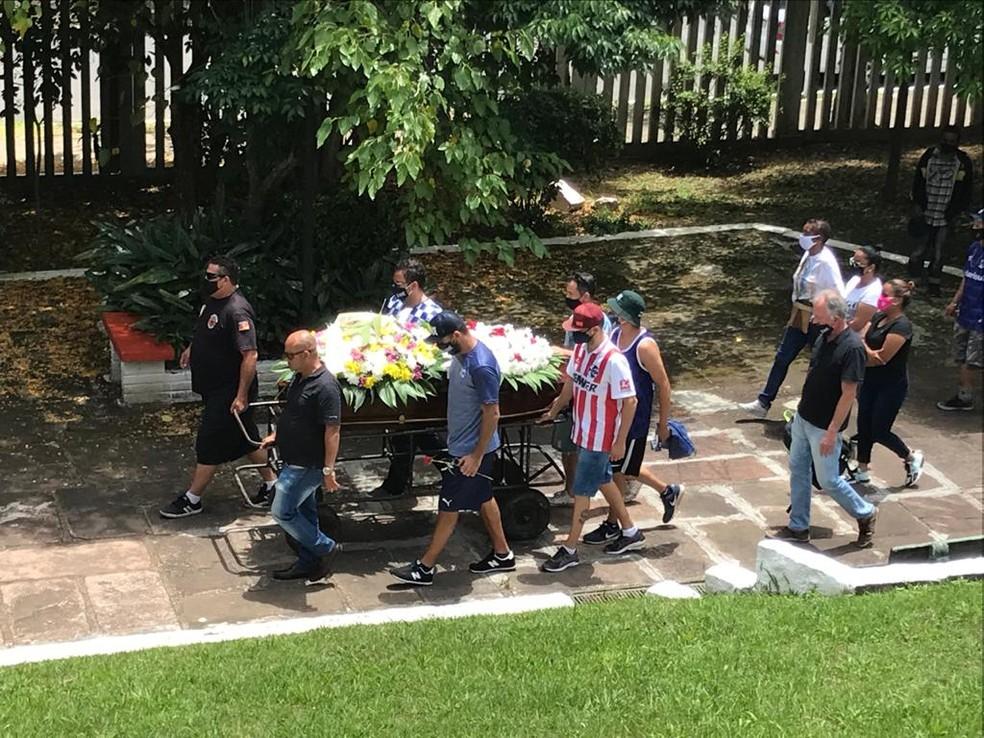 João Alberto foi enterrado neste sábado em Porto Alegre — Foto: Jonas Campos / RBS TV