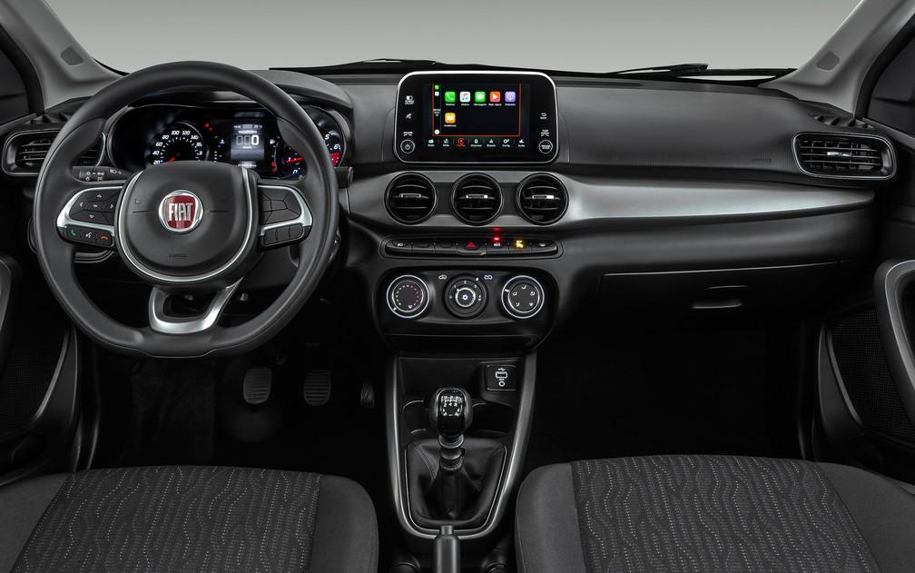 Interior do Fiat Cronos na versão Drive 1.3, que é intermediária; a de entrada não tem a central multimídia; visual é praticamente idêntico ao do Argo (Foto: Divulgação)