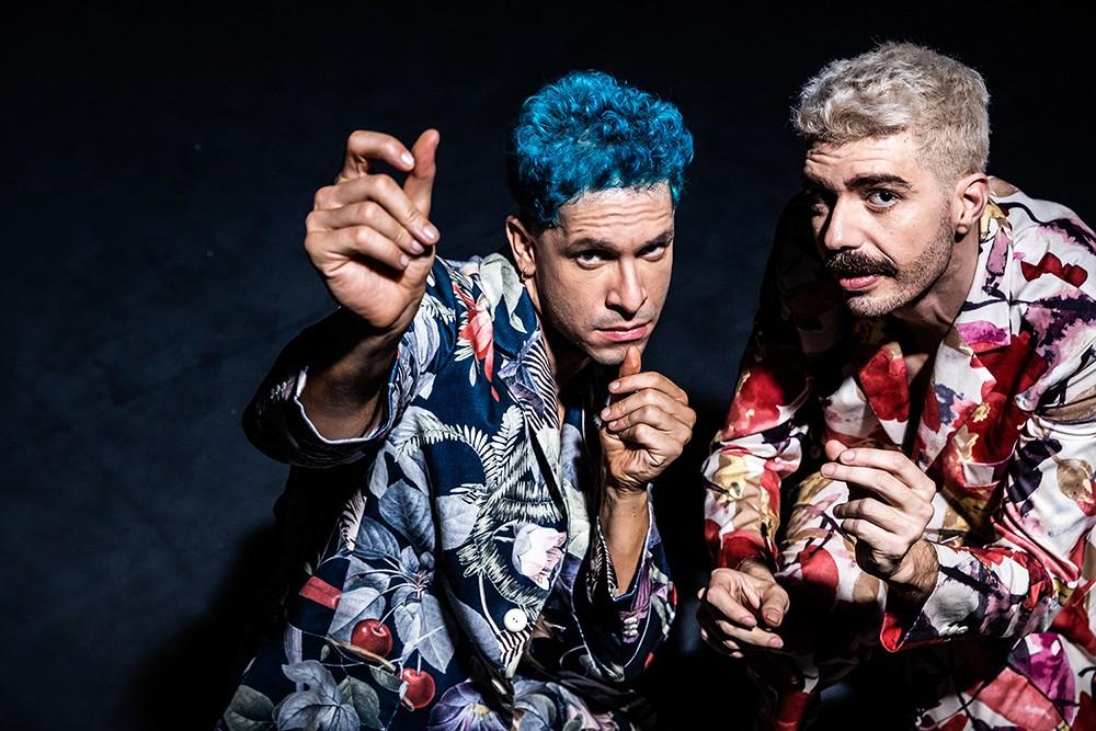 Ator Rainer Cadete se apresenta como cantor em disco gravado com Renato Luciano