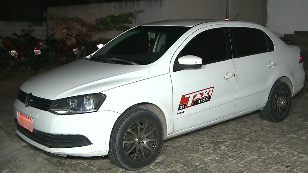 Droga foi encontrada dentro de carro, em Mamanguape (Foto: Reprodução/TV Cabo Branco)