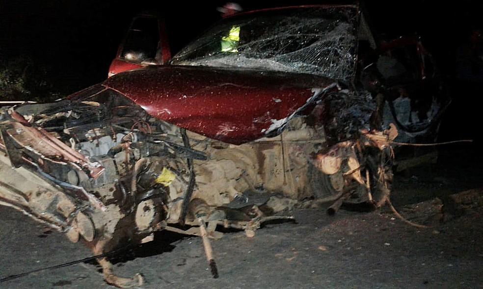 Motorista do gol morreu no local do acidente em São Lourenço (MG) (Foto: Polícia Militar Rodoviária)