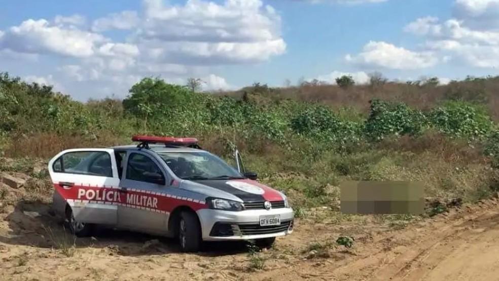 Vítima foi encontrada com marcas de luta corporal e ferimentos causados por golpes de faca — Foto: Whatsapp/Reprodução