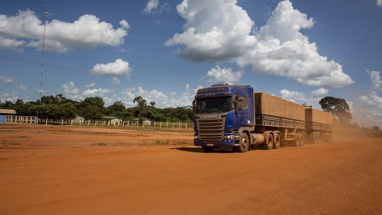 caminhão-estrada-poeira-BR-158-CAMINHOS-DA-SAFRA (Foto: Fernando Martinho/Ed.Globo)