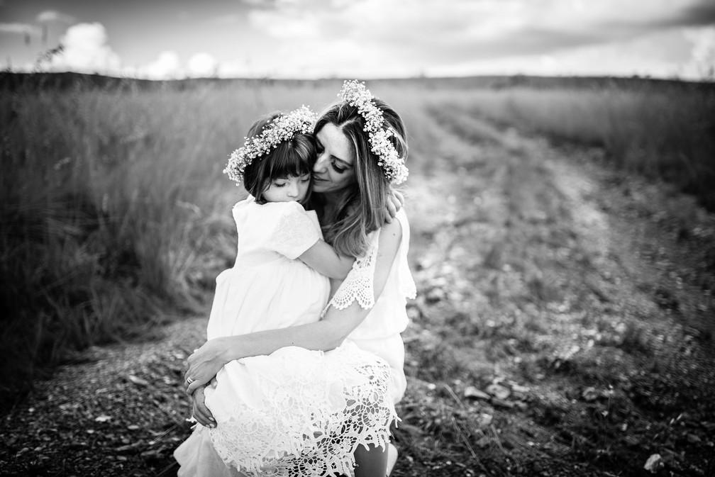 Cristiane e a filha Valentina juntas em um ensaio fotográfico (Foto: Tatane Borges)
