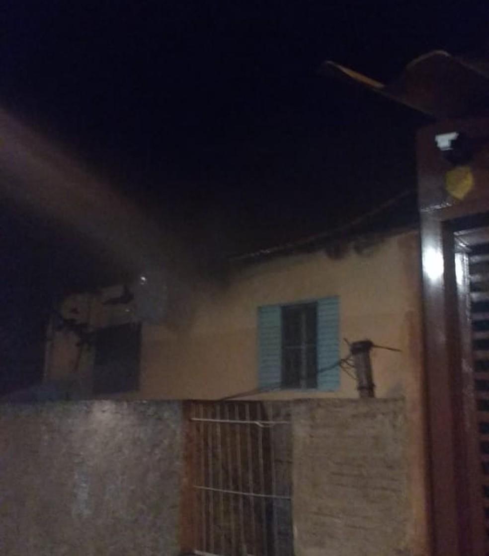 Homem é preso após colocar fogo na casa da mãe em Iacanga — Foto: Polícia Militar/Divulgação