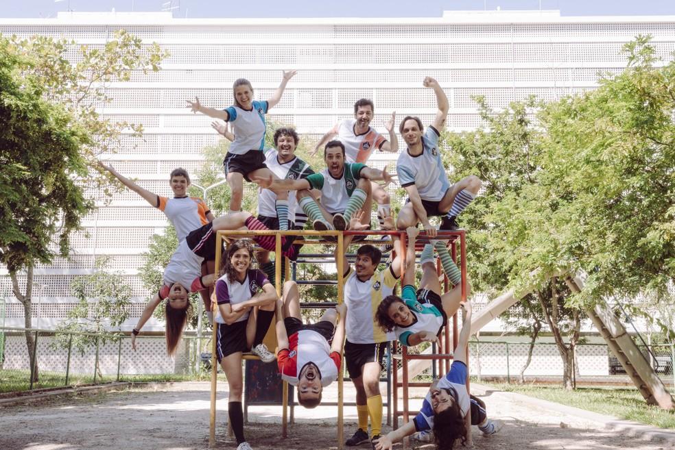 """Elenco do musical """"Os Saltimbancos"""", dirigido por Hugo Rodas, da Agrupação Teatral Amacaca — Foto: Diego Bresani/Divulgação"""