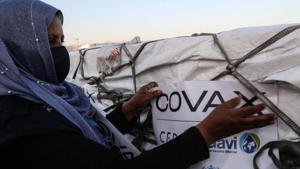 Países africanos dependem fortemente da iniciativa de distribuição de vacinas Covax, da OMS — Foto: Getty Images/BBC