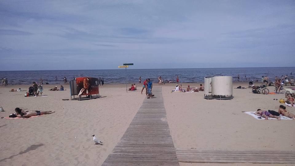 Tem praia na Letônia: conheça Jurmala, cidade no Mar Báltico onde letões jogam vôlei e ditadores soviéticos passavam férias thumbnail