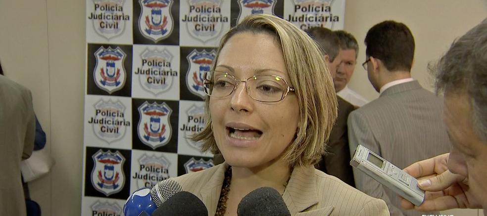 Delegada Alana Cardoso teria sido contestada por Rogers Jarbas sobre a condução de uma operação na Polícia Civil (Foto: Reprodução/TVCA)