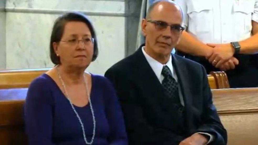 Christina e Mark Rotondo enviaram cinco cartas de despejo ao filho, mas não receberam resposta (Foto: Reuters)