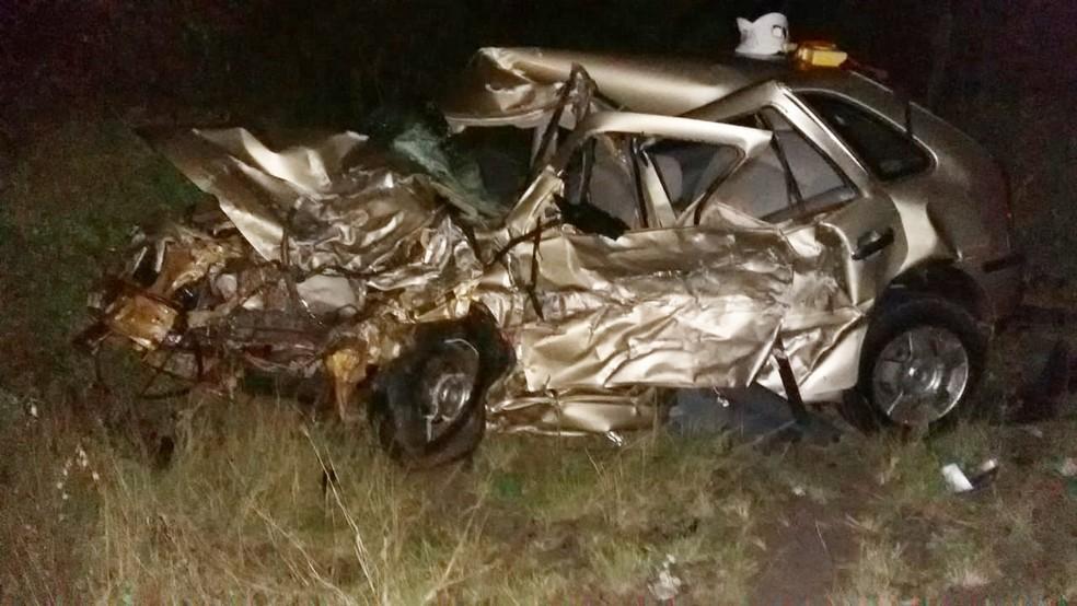 Carro em que casal viajava ficou destruído â?? Foto: Site Bahia 10