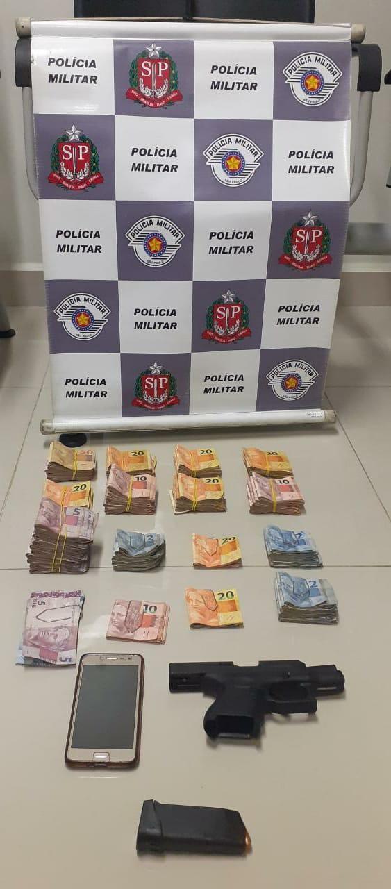 Homem é preso com arma e mais de R$ 9 mil em posto de combustíveis de Mairinque