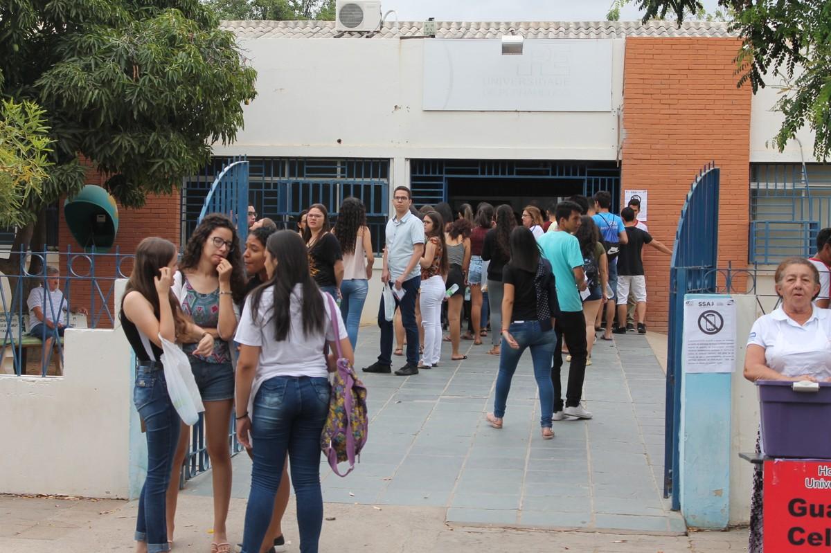 Estudantes em Petrolina participam do segundo dia de prova da terceira fase do SSA da UPE - G1