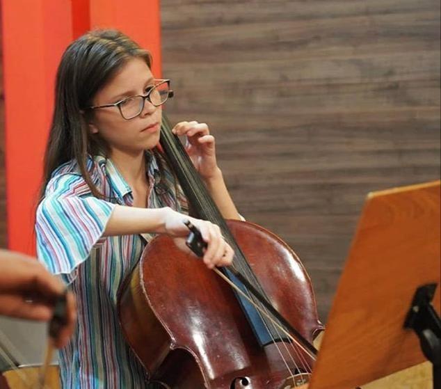Violoncelista cearense ganha bolsa em universidade americana e faz vaquinha para ajudar nas despesas