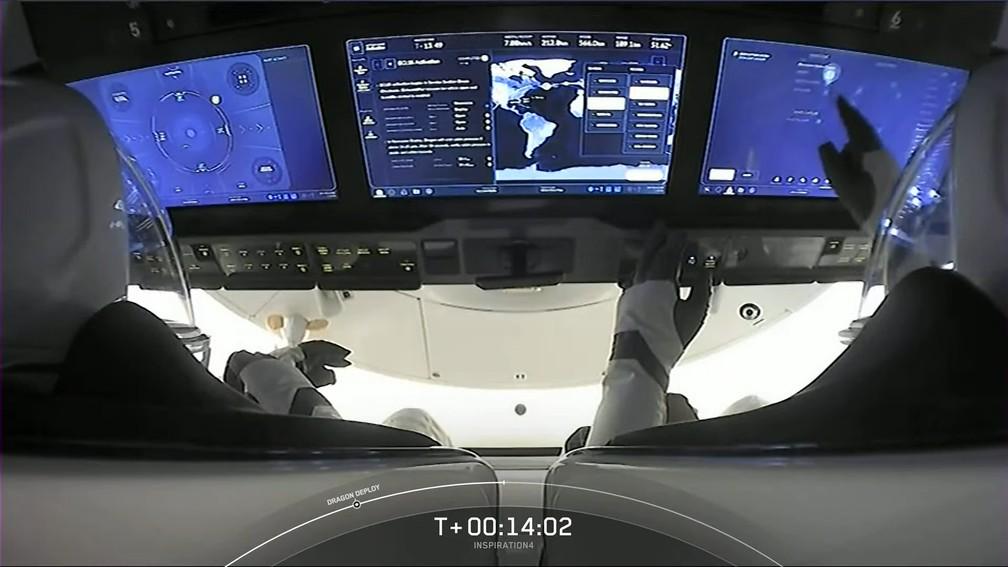Sistema de bordo da cápsula Crew Dragon, usada na missão Inspiration4 — Foto: SpaceX