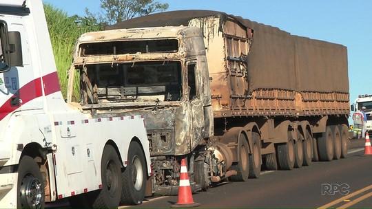 Para roubar banco em Andirá, ladrões queimam caminhões em rodovia
