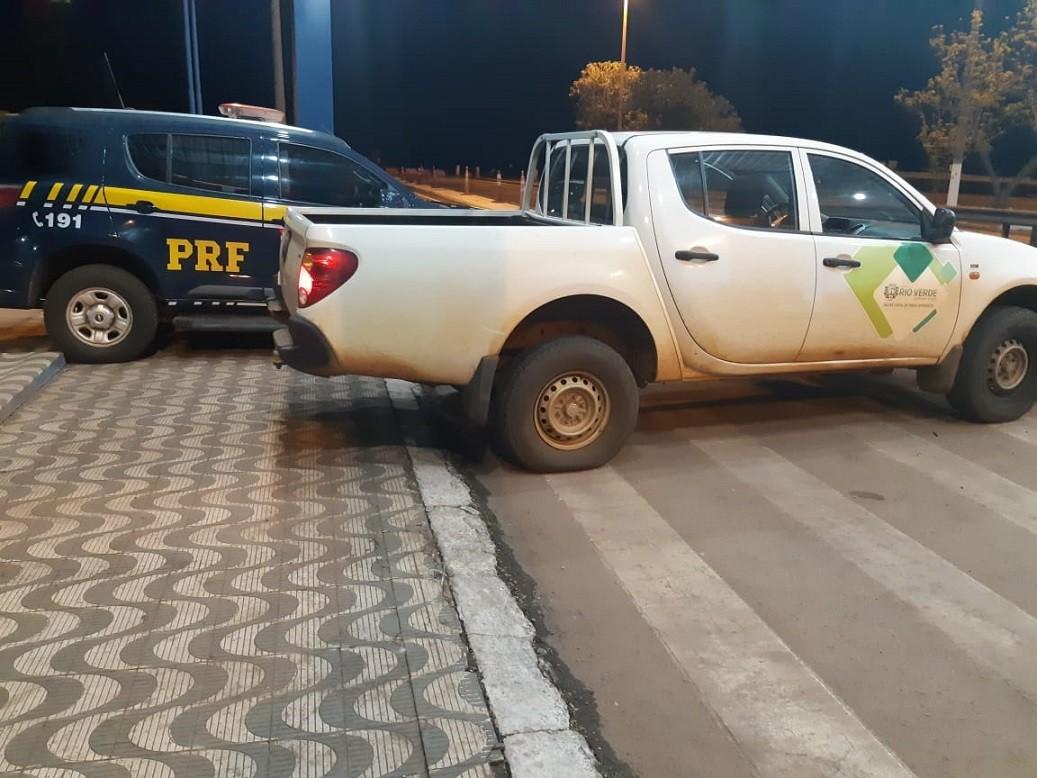 Motorista é detido em MT com caminhonete furtada de prefeitura de GO