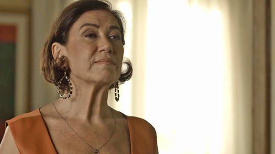 Valentina mata Laura: reveja a cena e veja os bastidores da gravação da queda da escada
