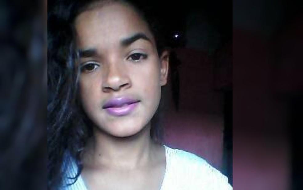 Nayara Xavier, de 17 anos, é encontrada morta em casa (Foto: Reprodução/Facebook)